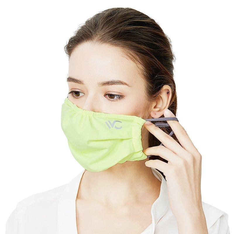 mund-nasen-maske-gruen-anlegen
