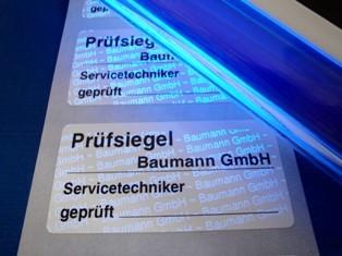 Sicherheitsschriftzug nur mit UV-Licht prüfbar