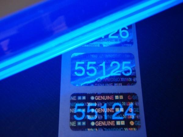 """Nummerierte Etiketten: Hologrammfolie """"Original/Genuine"""" mit Lumineszenzdruck"""